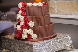 Schokoladen-Hochzeitstorte: Man sollte sich im Klaren sein, dass es sein kann, dass man am Tag der Hochzeit noch was an der Torte machen muss oder zu mindestens einen Abend vorher. (#01)