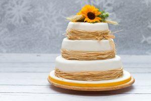 Dreistöckige Hochzeitstorte: - Die Größe ermitteln um dementsprechend auch einkaufen zu können und nach einem geeigneten Hochzeitstorten Ständer zu suchen. (#02)