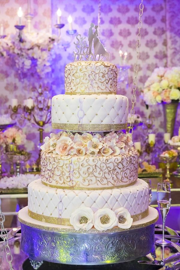 Viereckige Hochzeitstorte selber machen: Ein Rezept für eine mehrstöckige Torte auf der Etagere kann auch aus verschiedenen Tortenrezepten bestehen. (#05)