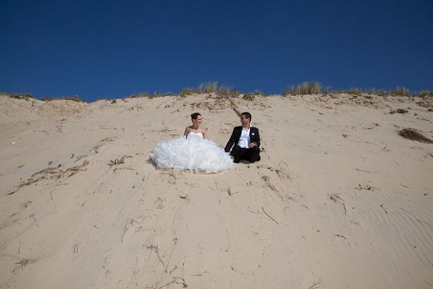 Immer öfter entscheiden sich Paare für diese Art von Hochzeit, weil sie hier alles selbst bestimmen können. (#01)