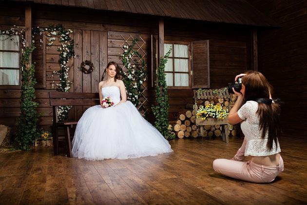 Der Hochzeitsfotograf stellt am Tag der Hochzeit eine Vertrauensperson dar. Haltet deshalb einen guten Kontakt zu ihm denn je offener das Verhältnis, desto intensiver die Fotos. (#03)