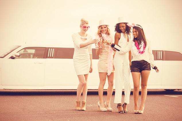 Fahrt mit einer Strechlimousine oder einem XXL Hummer von Club zu Club. (#02)