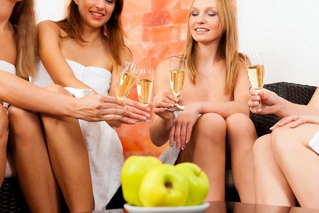 Verwöhnwochenende in einem Wellnesshotel oder einer Beautyfarm. (#03)
