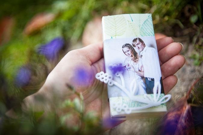 Was sich immer gut anbietet, ist ein passendes Geschenk zum Hochzeitsjahr. (#02)