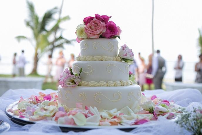 Tipp: Rosen aus Zucker sind teurer als Rosen aus Marzipan. Echte Blumen sind wiederum noch mal billiger als beide Sorten.(#04)