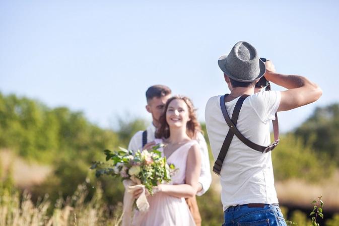 Wenn noch Budget übrig bleibt, könnte man über einen Videografen nachdenken. Immer mehr Brautpaare lassen ihre Hochzeit filmen. (#05)
