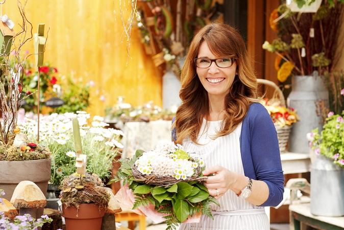 Schaut Euch aber erst mal in verschiedenen Blumengeschäften um und holt Euch Kostenvoranschläge ein. Es lohnt sich auch, vorher zu schauen, ob es im Internet Bewertungen über Eure Auswahl an Blumengeschäften gibt. (#09)
