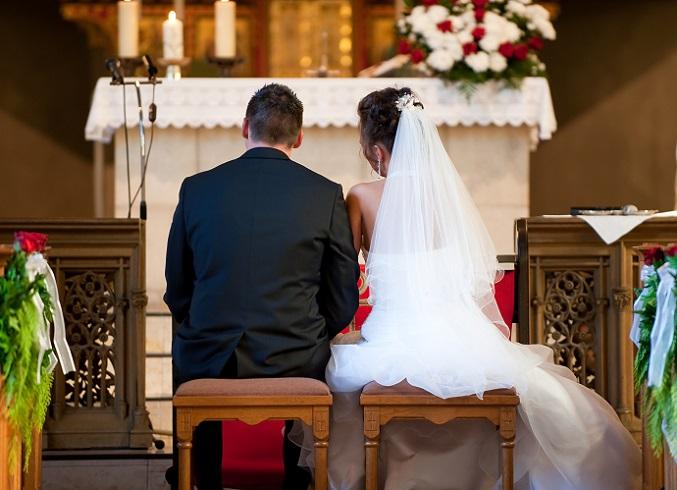 Wenn Ihr kirchlich heiraten möchtet, kontaktiert so nun schon Eure ausgewählte Kirche und vereinbart einen Schnuppertermin zum Kennenlernen. (#01)
