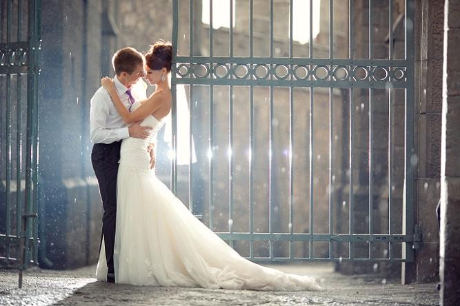 """Wer mit dieser Figur ein Hochzeitskleid sucht, kann sich ruhig auf das Sprichwort """"Frau soll zeigen, was sie hat"""" beziehen. Denn hier kann die werdende Braut gerne auf das Mermaid-Kleid oder die Mehrjungfrau-Linie zurückgreifen. (#05)"""