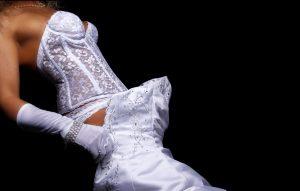 """Das Brautkleid im Secoond-Hand-Shop zu kaufen, kann erste Wahl sein. Meist wird das Brautkleid nach der Hochzeit in den Schrank gehängt und ist daher als Second-Hand-Ware """"wie neu"""". Und: Es hat bereits Berufserfahrung! (#1)"""