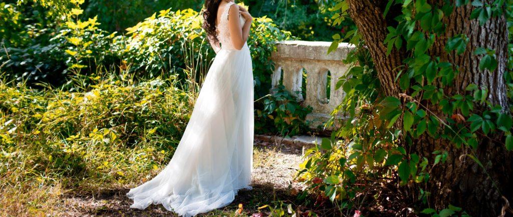 Ein attraktives Brautkleid im schmalen Schnitt. (#10)