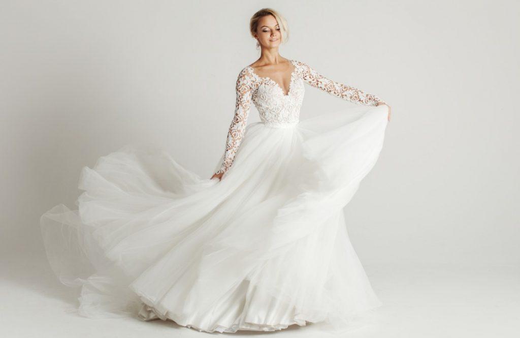 Der Chiffonrock ähnelt einer Hochzeitsschleppe. Das Brautkleid mag eher einen leichten Spitzenschleier. (#16)
