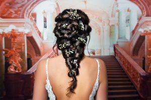 Edle Hochzeitskleider leben von den fenen und fließenden Stoffen. Wird die Braut zur Prinzessin, so liegt dies auch an Seide Organza, Spitze, Brokat, Samt und Chiffon. (#3)