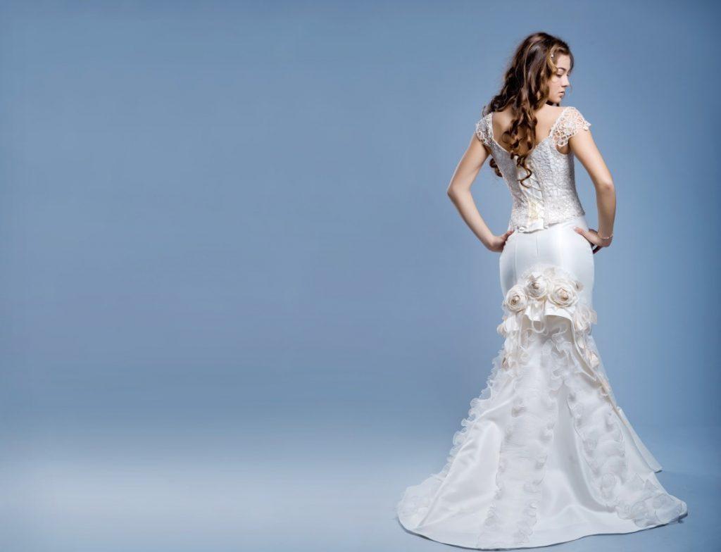Schlanke Frauen mit opulentem Stil. Das ideale Kleid für die Hochzeit in zarten Farben, changierend zwischen Weiß und Creme. Der Schnitt? Mermaid Kleider and the like... (#5)