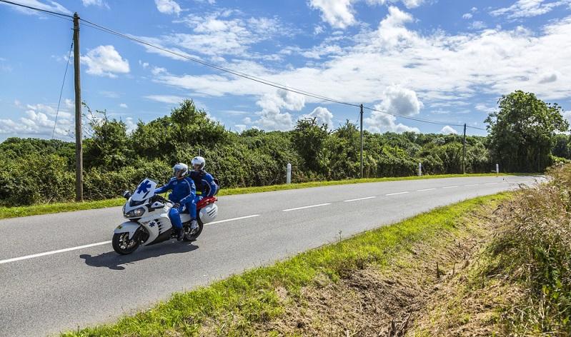 Doch auch Wandern und Radfahren am Mont Ventoux, bringen viel Spaß, Abwechslung und Herausforderung. Nicht umsonst fahren auch die Profis der Tour de France immer wieder entlang bestimmter Hängen und Passagen des Bergs. Motorradfahren haben ebenfalls großen Spass an den Steigungen und Kurven des Mont Ventoux. (#03)