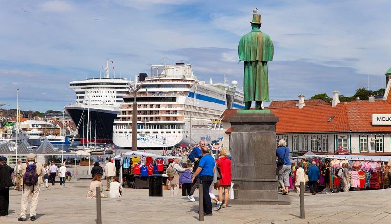 Der große Komfort und das exklusive Ambiente. Ob in der Karibik, auf dem Mittelmeer oder auf der Nordsee: Auf einer AIDA Kreuzfahrt hat man immer ein ganz besonders Urlaubserlebnis. (#01)