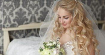 Brautfrisuren mit Schleier: Welche Frisur passt zu welchem Kleid?
