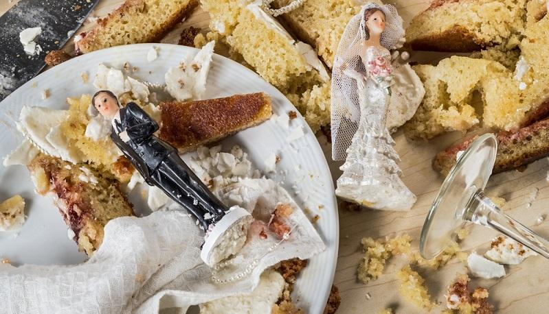 Normalerweise soll das Personal dafür sorgen, dass auf der Hochzeit alles reibungslos abläuft. Das klappt aber nicht immer. (#01)