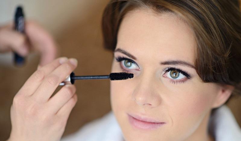 Natürlich können Smokey Eyes sehr schön aussehen, allerdings nicht bei einer Hochzeit. (#03)
