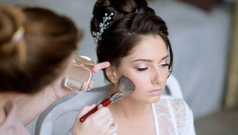 Wichtig ist es, dass sich die Braut wohlfühlt und nicht verkleidet fühlt. (#01)