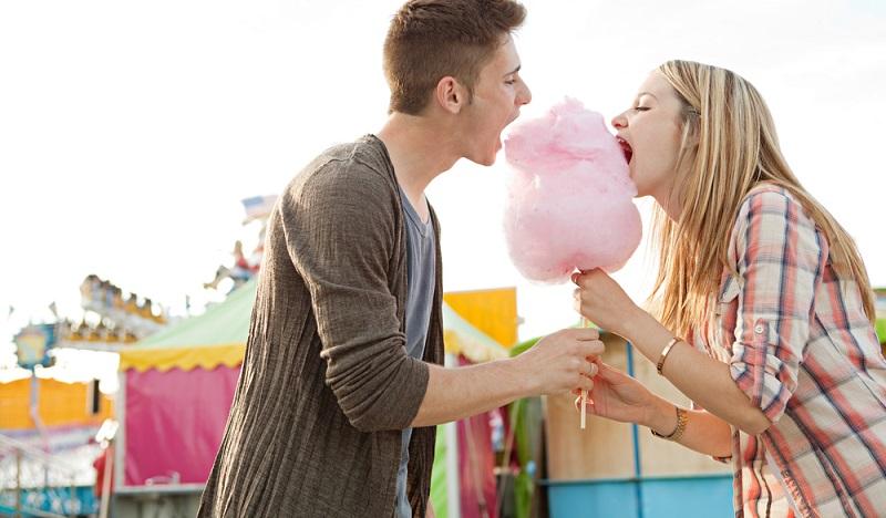 Zucker beglückt der Rede nach und steht für Verbundenheit, Fülle und Leidenschaft und beeinflusst auch chemische Reaktionen und hilft Hefe beim Gären. (#03)