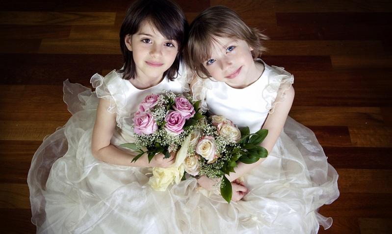 Blumenkinder sind nicht nur ein zauberhafter Anblick und unterstreichen die romantische Atmosphäre, sie erfüllen der Überlieferung nach auch eine wichtige Funktion. (#03)