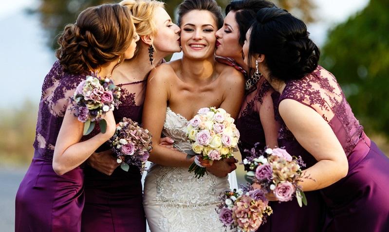 Die Braut soll ganz besonders gut davor geschützt werden, dass ihr böse Geister und Verwünschungen zu nahe kommen. (#04)