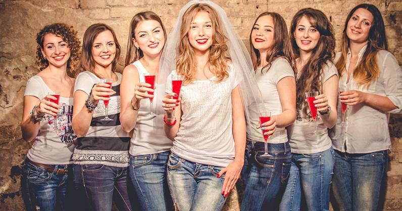 Im Zuge der Gleichberechtigung feiern mittlerweile auch immer mehr Bräute einen Jungesellinnenabschied mit ihren Freundinnen. (#11)