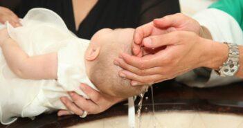 10 Bräuche zur Taufe und ihre Bedeutung