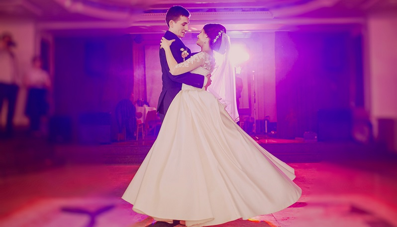 Auch der Hochzeitstanz ist ein Brauch der zu einer Hochzeit gehört (#13)