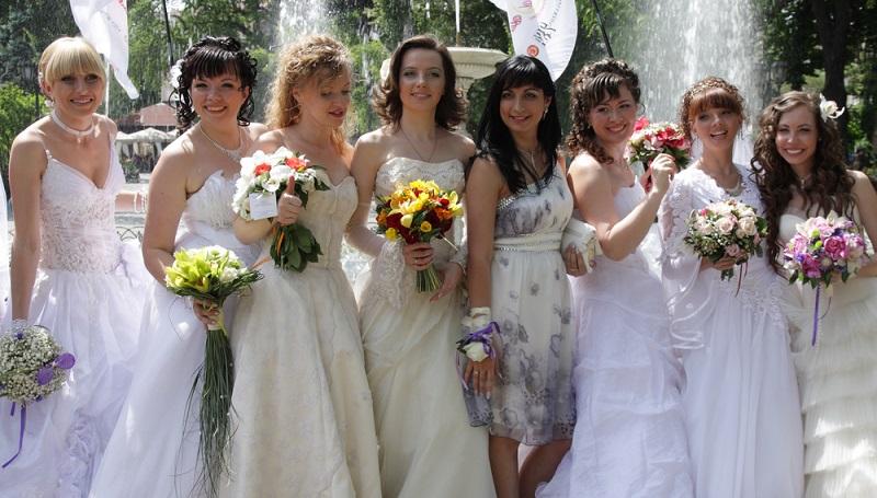 Das Schönste an einer Hochzeit sind die strahlenden Gesichter. Perfekt wird das Fest durch einen guten Tropfen Wein. (#2)