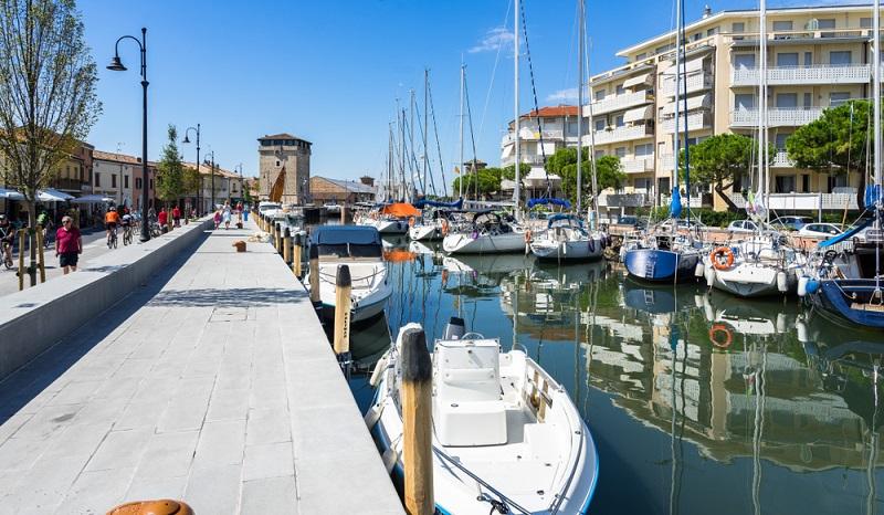 Kaum ein Ort ist passender für romantische Flitterwochen als ein italienischer Küstenort wie Cervia, wo man sich zum Beispiel in ein Wellness Hotel einbuchen kann. (#3)