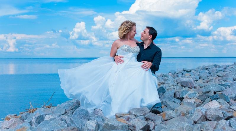 Brautkleider in Grösse 50 werden speziell für Frauen mit femininen Formen gefertigt.