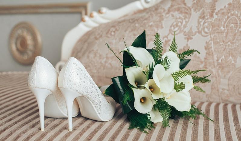 Eine unterschätzte Gefahr beim Blumenschmuck einer Hochzeit ist der Duft. Dies gilt auch für den Brautstrauß.