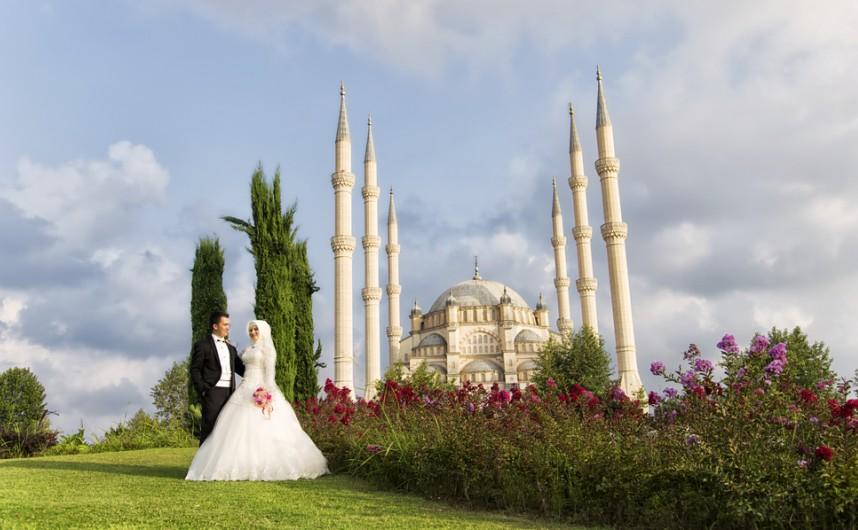 Wenn schon Glückshotel, dann aber richig. Buchen Sie doch gleich das Arrangement für Hochzeitsurlauber. Die Hotels in der Türkei bieten da Besonderes. (#5)
