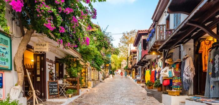 Auch in Kaş könnte Ihr Glückshotel stehen. In der Türkei buchen viele Reisende auch ein Stück Natur. Kaş selbst war lange Jahre vom Massentourismus abgeschnitten und hat sich viel Ursprünglichkeit erhalten. (#4)