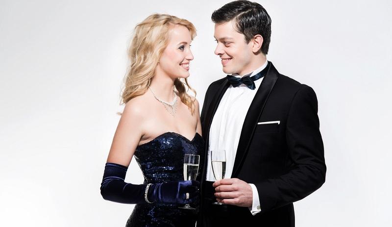White Tie Dieser Dresscode ist heute selten und weist darauf hin, dass die Hochzeit ein Fest der Extraklasse sein wird.