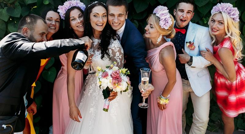 Hochzeiten sind wunderbare Gelegenheiten, sich richtig schick anzuziehen.