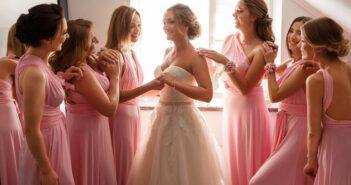 Brautjungfer vs. Trauzeugin: Aufgaben, Unterschiede & No-Gos