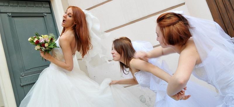 Oft kennen sich die Brautjungfern untereinander kaum und dann ist es nicht verwunderlich, dass Interessenskonflikte oder Missverständnisse auftreten.