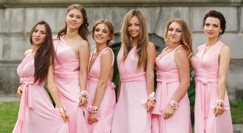 Die wichtigste Aufgabe der Brautjungfern besteht darin, die Bräute möglichst vor jeder Art von Hektik, Stress und Problemen zu bewahren.