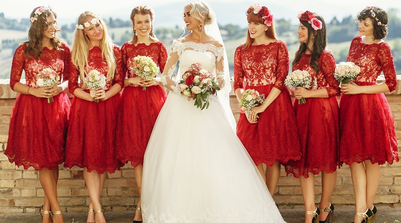 Der Trauzeuge wird oft gebeten, eine Rede zu halten, um das Hochzeitspaar zu ehren. Selbstverständlich ist es ebenfalls möglich, die Trauzeugin darum zu bitten oder gemeinsam eine Rede vorzubereiten.