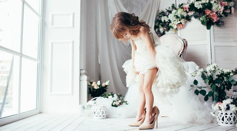 Ein entscheidender Faktor für die Bequemlichkeit ist das Material der Brautschuhe.