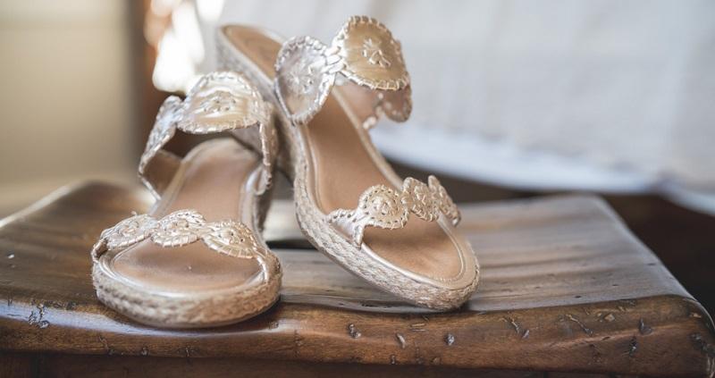 Besonders wenn die Hochzeitsfeier als rauschende Tanzparty geplant ist, sollte man auf rutschfeste Sohlen achten, um ungewollt komische Einlagen zu vermeiden.