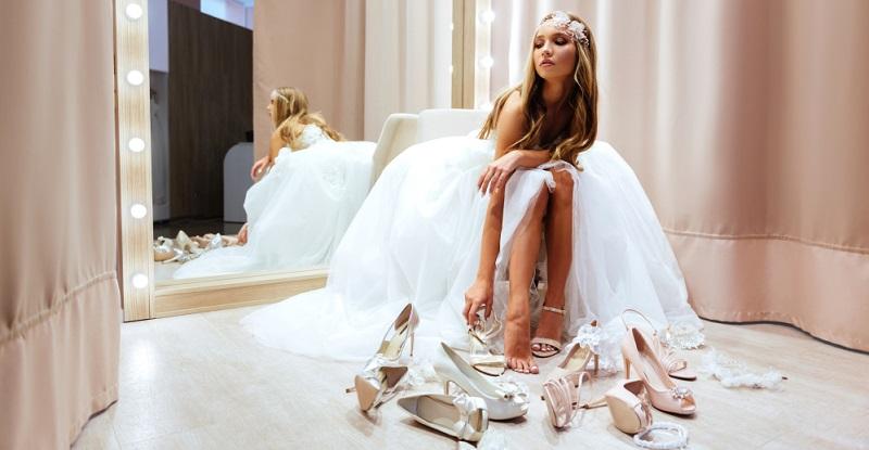 Damit zum Einlaufen ausreichend Zeit bleibt, muss man die Brautschuhe rechtzeitig kaufen.