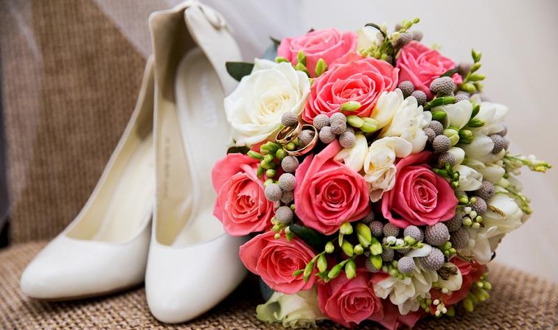 Brautschuhe, der Brautstrauß sind wichtige Bestandteile einer Hochzeit