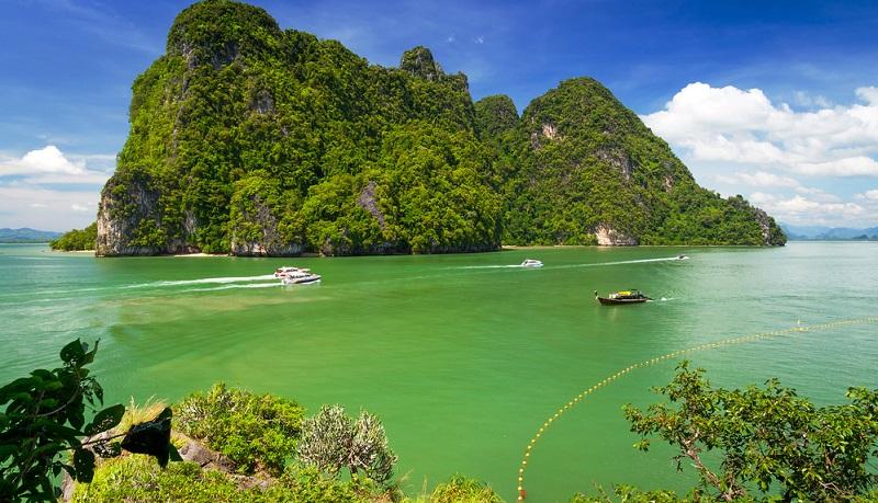 Man kann nicht anders als zu staunen, wenn man die farbenfrohe Schönheit Khao Laks erlebt.