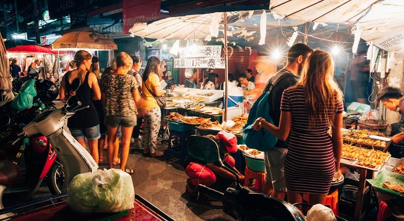 Im wunderschönen Takua Pa findet der unter Touristen eher weniger bekannte Sunday Market statt