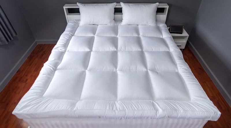 Weitaus besser ist es, einen Topper einzusetzen, der beide Matratzen miteinander verbindet und eine einheitliche Oberfläche herstellt.