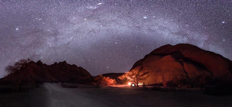 Ein romantischer Höhepunkt des Honeymoons ist mit Sicherheit eine Sternenbeobachtung, denn im extrem dünn besiedelten Land und weit weg vom Lichtsmog der Großstädte kann man den südlichen Sternenhimmel fantastisch beobachten.